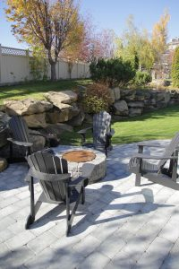 retaining wall with firepit